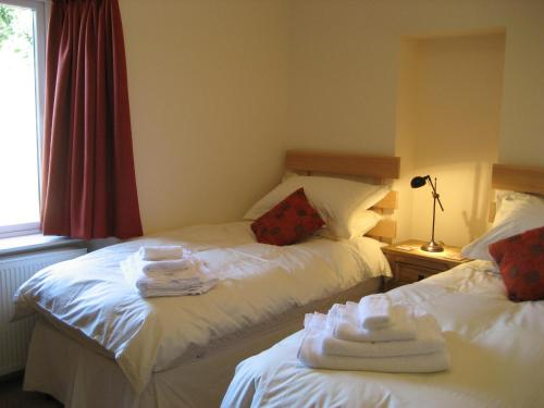 A bed or beds in a room at Seggat Farm Holiday Cottages