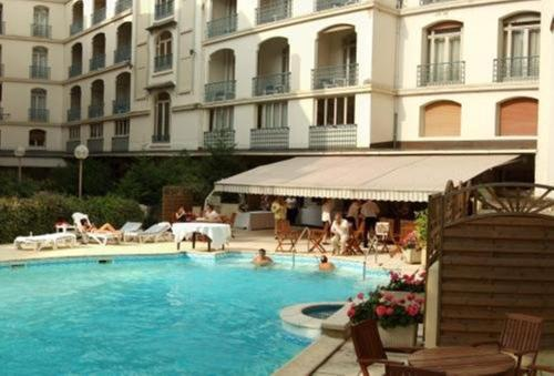 The swimming pool at or near Hôtel Aletti Palace