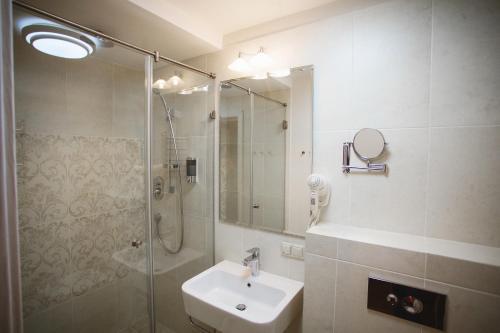Ванная комната в Biblioteka Boutique Hotel