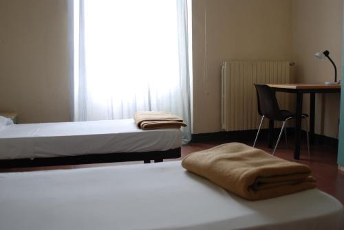 Letto o letti in una camera di Il Chiostro Hostel and Hotel