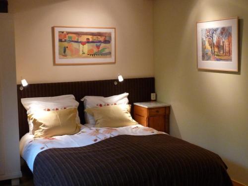 Een bed of bedden in een kamer bij B&B Pakhuis Emden