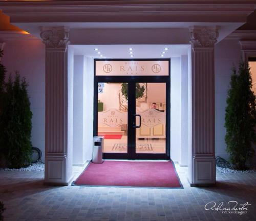 The facade or entrance of Hotel Rais