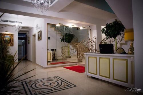 The lobby or reception area at Hotel Rais