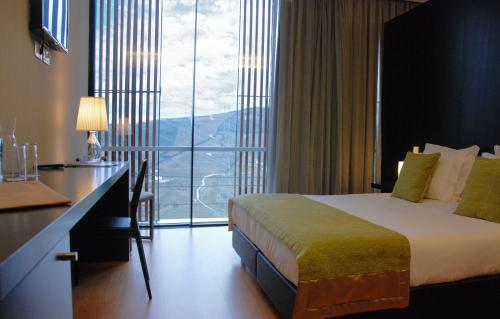 A room at Quinta De Casaldronho Wine Hotel
