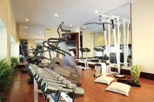 The fitness centre and/or fitness facilities at Starhotels Excelsior
