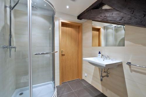 Ванная комната в Old Town Boutique Apartments
