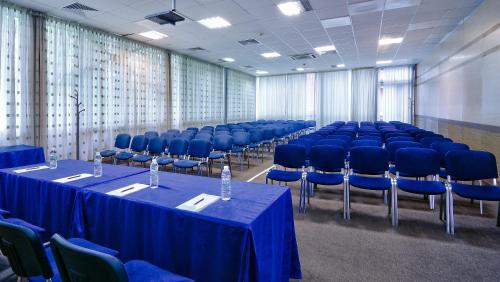 The business area and/or conference room at Aqua Hotel