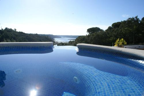 The swimming pool at or near Herdade Do Freixial - Turismo Rural