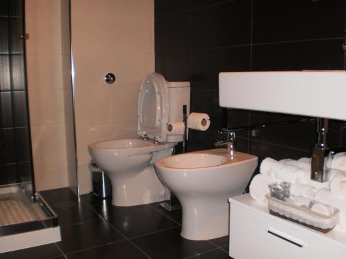 A bathroom at Hotel Santa Apolonia