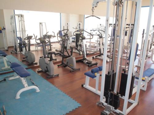 The fitness centre and/or fitness facilities at Apartamentos Europa House Sun Beach