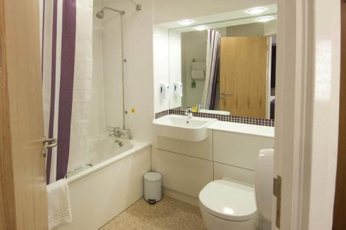 A bathroom at Premier Inn London Gatwick Airport - North Terminal