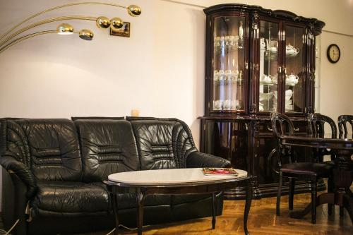 A seating area at Kruazi on Kutuzovsky