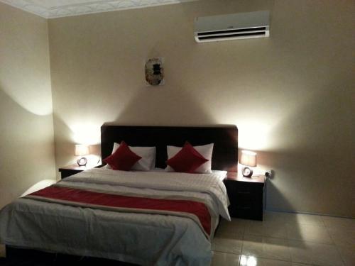 Cama ou camas em um quarto em Qemmat Al Rafaa