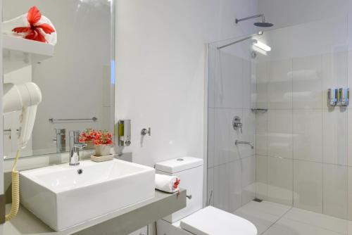 Een badkamer bij Voile Bleue Boutique Hotel