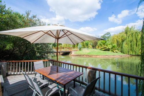 The swimming pool at or near Perricoota Vines Retreat