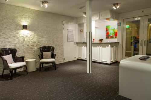 The lobby or reception area at ibis Styles Amsterdam City