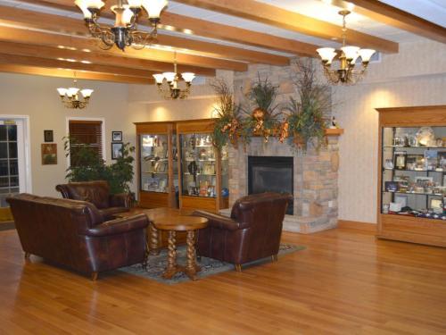The lobby or reception area at Marv Herzog Hotel