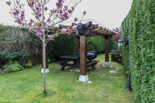 Jardín al aire libre en Apartamentos Rurales La Canalina
