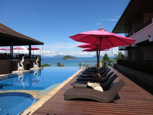 Der Swimmingpool an oder in der Nähe von Islanda Resort Hotel