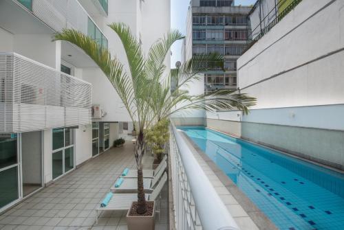 The swimming pool at or near Promenade Palladium Leblon