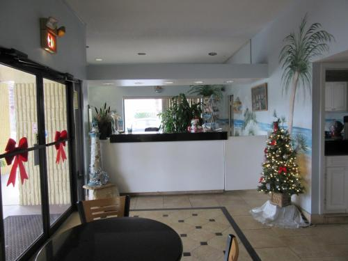 The lobby or reception area at Dunes Inn & Suites - Tybee Island