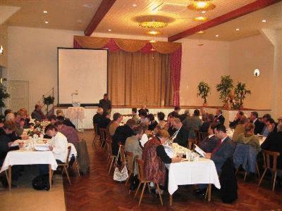 Ein Restaurant oder anderes Speiselokal in der Unterkunft Hotel Restaurant Hassia