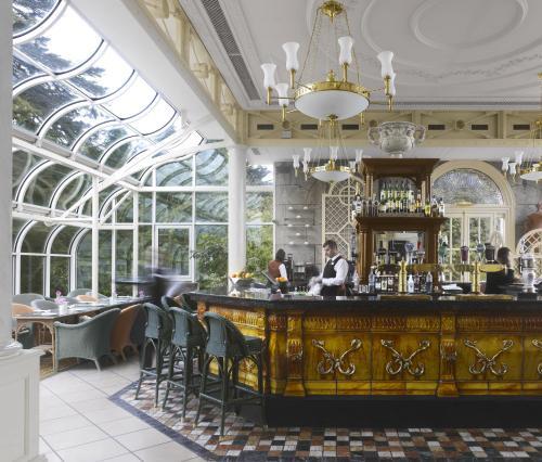 Salone o bar di Radisson Blu St. Helen's Hotel
