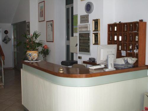 Лобби или стойка регистрации в Hotel Cucciolo