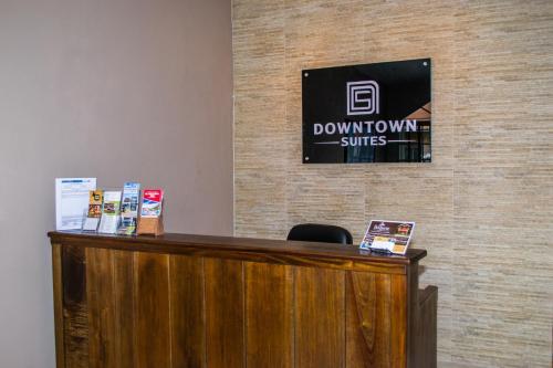 Lobby/Rezeption in der Unterkunft Downtown Suites