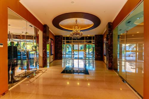 The lobby or reception area at Hotel Tre Canne