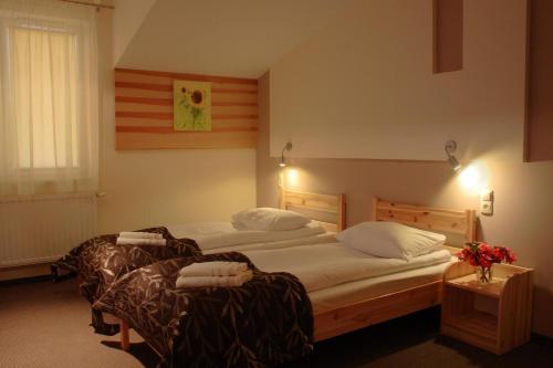 Łóżko lub łóżka w pokoju w obiekcie Ośrodek Wypoczynkowy Jacnia