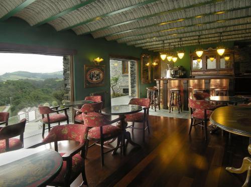 El salón o zona de bar de Casona El Gurugu