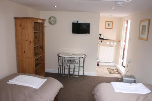 A bed or beds in a room at Twin Bays