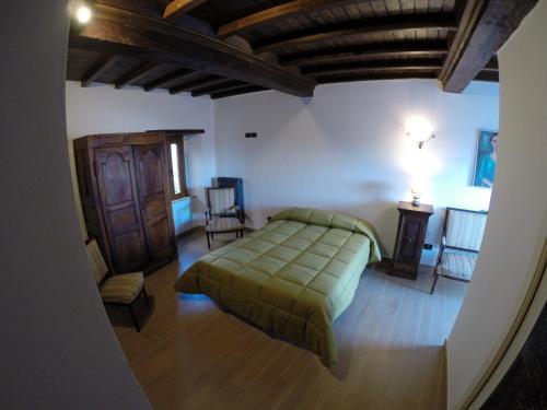 A bed or beds in a room at Dimora & Spa Il Cerchio di Lullo