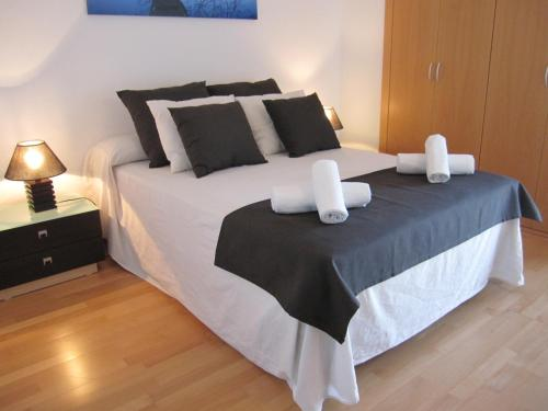 A bed or beds in a room at Apartment Airport Barcelona Premium