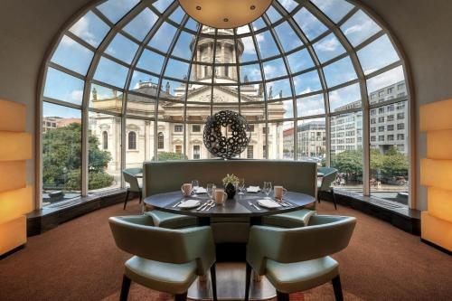 A restaurant or other place to eat at Hilton Berlin