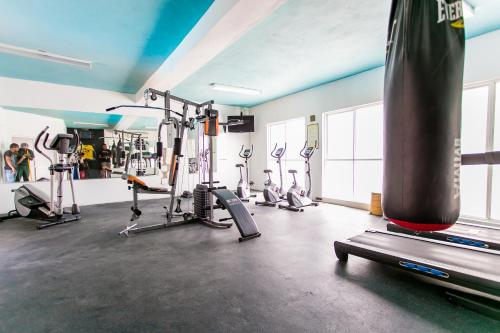 The fitness centre and/or fitness facilities at Altamont Court Hotel