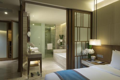 A bathroom at InterContinental Nha Trang, an IHG Hotel