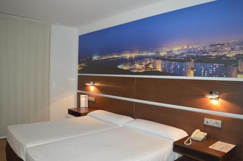 Cama o camas de una habitación en SPA Sercotel Odeón