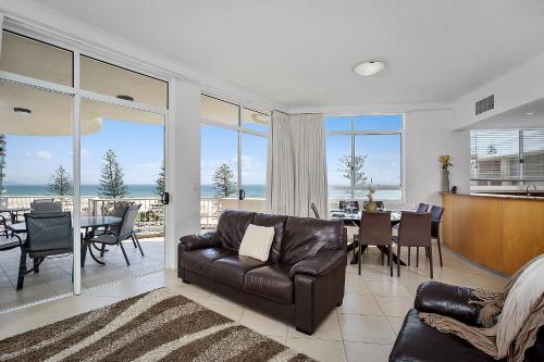 A seating area at Kirra Beach Apartments