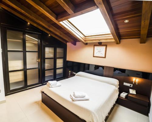 Cama o camas de una habitación en Casa Rural Spa La Chirumba