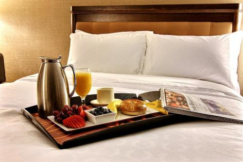 Breakfast options available to guests at Sheraton Omaha