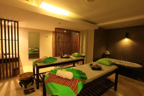 Spa and/or other wellness facilities at Grand Whiz Hotel Nusa Dua Bali
