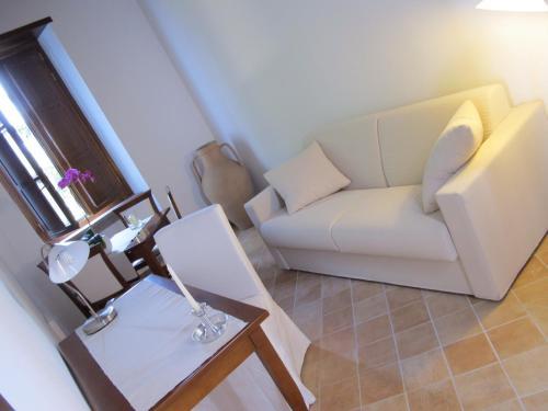 A seating area at Hotel Dei Templi