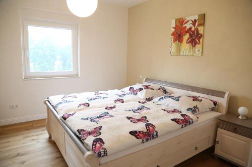 Ein Bett oder Betten in einem Zimmer der Unterkunft Feriendomizil Steffen