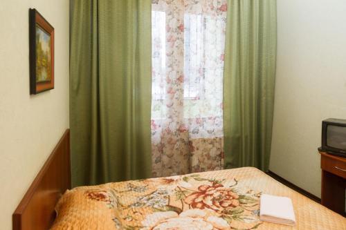 Кровать или кровати в номере Старая Деревня