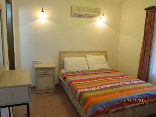 A bed or beds in a room at Sabah Pension