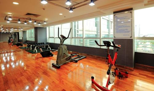 The fitness center and/or fitness facilities at Southern Airline Pearl Hotel