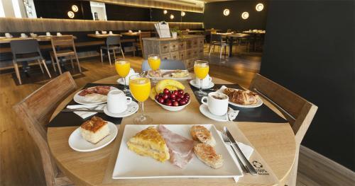 Opciones de desayuno disponibles en Hostal Dos Rios
