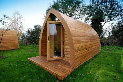 A garden outside Wolds Glamping